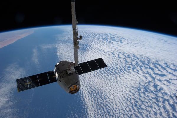 satellite-693280_1920